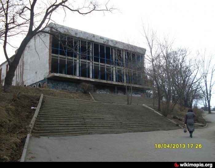 Когда-то в старом центре прокопьевска, что в кемеровской области, был маленький кинотеатр чайка