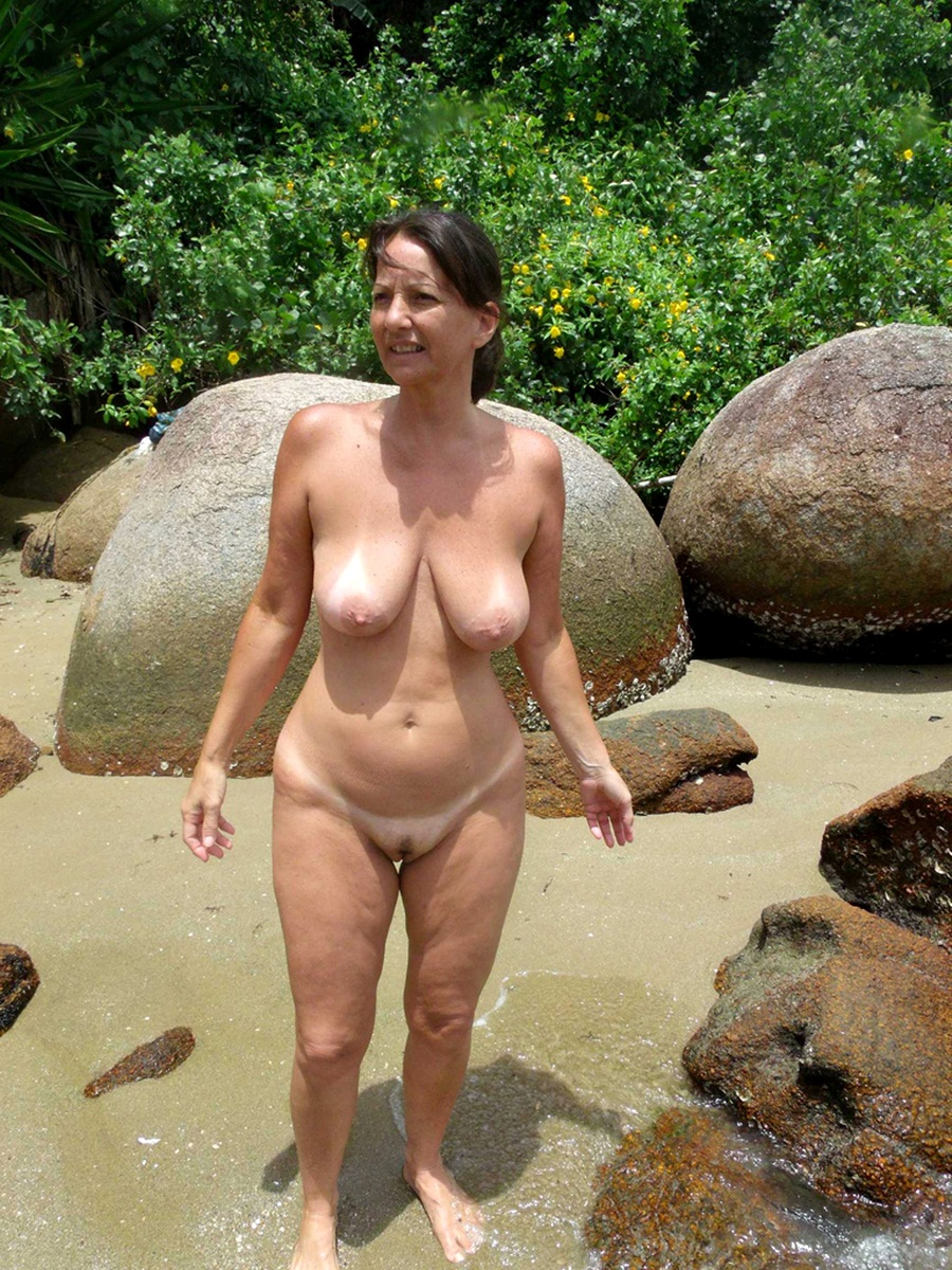 golie-zrelie-nudistki