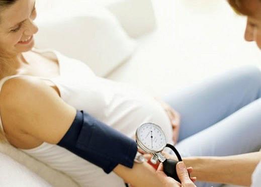Давление поднялось у беременной 65