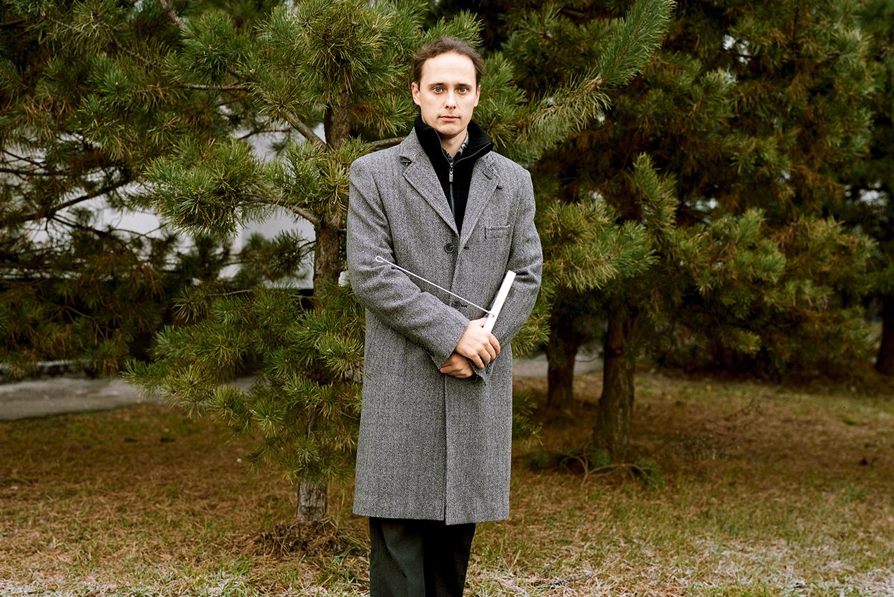 Адвокат Егоров знаменит своим YouTube-каналом, где рассказывает о том, как превратить пластиковую бутылку в прочную леску, согреть палатку камнем в фольге и соорудить лук из водопроводных труб