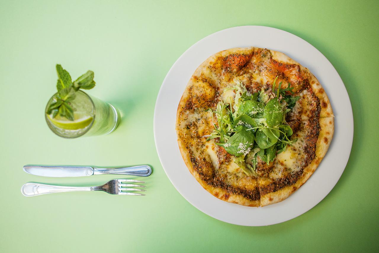 Мини-пицца 250 р., безалкогольный мохито 250 р.