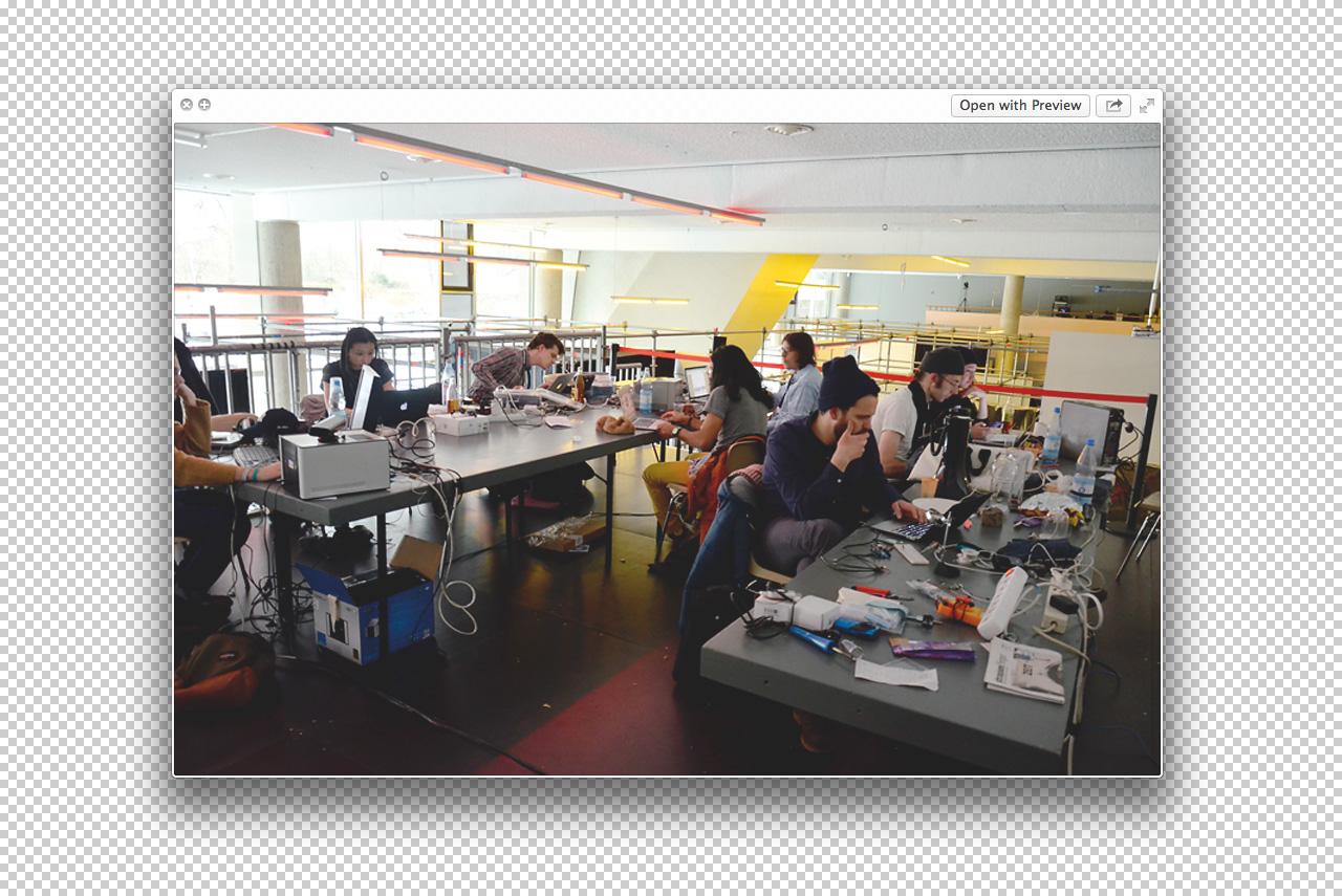 Фотографии с Art Hack Day, самого известного хакатона (мероприятия, где, например, художники вместе с программистами работают над решением какой-либо проблемы)