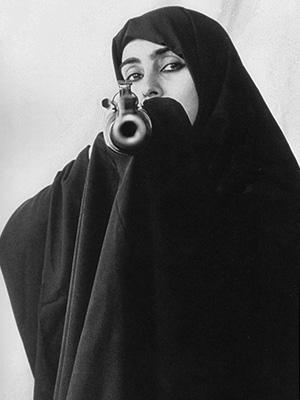 Сама Ширин Нешат заявляет, что все ее работы на самом деле о смерти