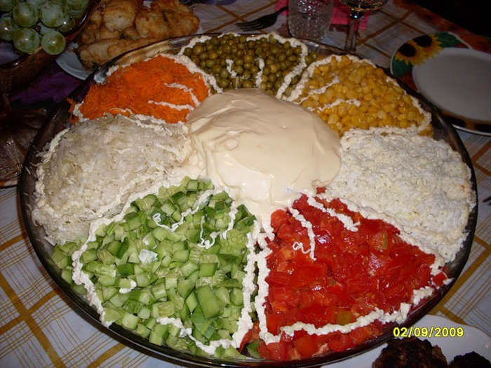 Салат семицветик с колбасой рецепт