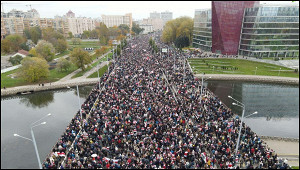 Протестующие вМинске идут крезиденции Лукашенко