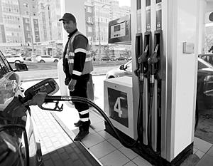 Почему бензин вРоссии всегда только дорожает