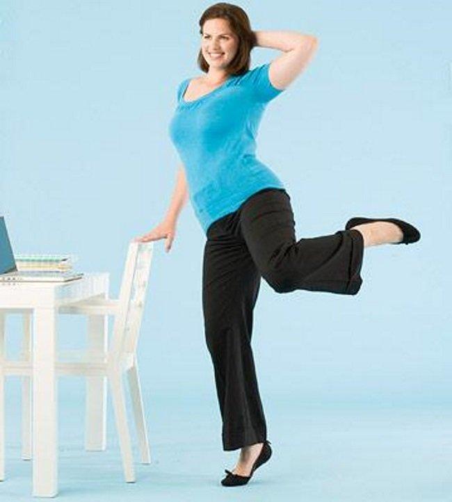 Фитнес за рабочим столом: готовим фигуру к лету