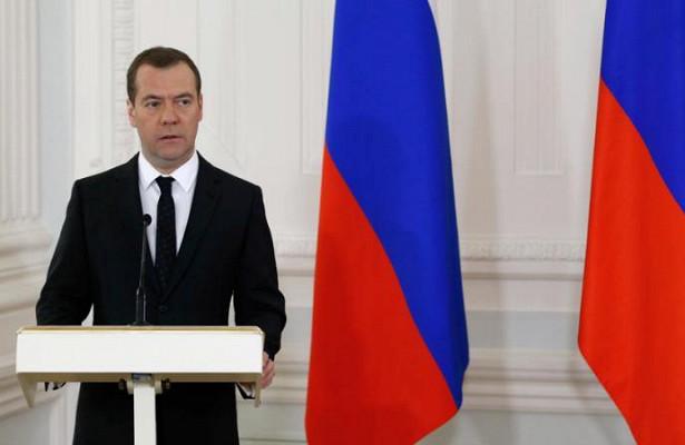 Медведев поздравил с65-летием худрука Театра имени Вахтангова