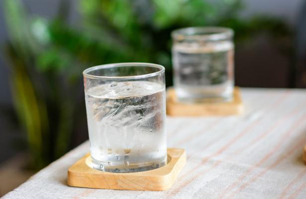 Врачи объяснили, вредно липить воду вовремя еды