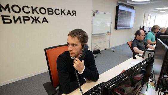 Российский рынок акций умеренно растет вслед за нефтью и рублем