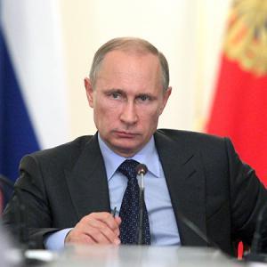 Путин сравнил продажу разбавленного бензина схищениями