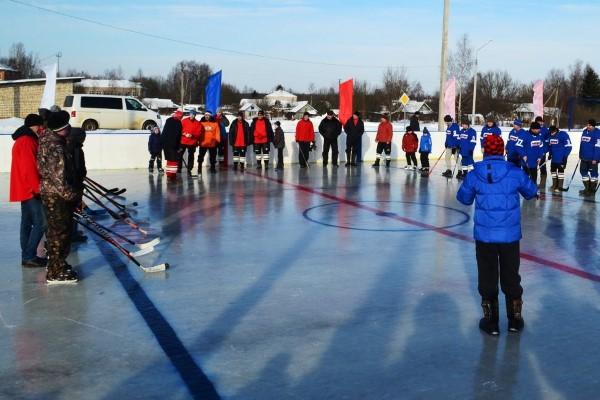 Впоселке Волга открылся хоккейный корт, построенный врамках губернаторского проекта «Решаем вместе!»