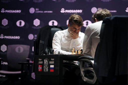 Карякин проиграл Карлсену натай-брейке инесмог стать чемпионом мира пошахматам