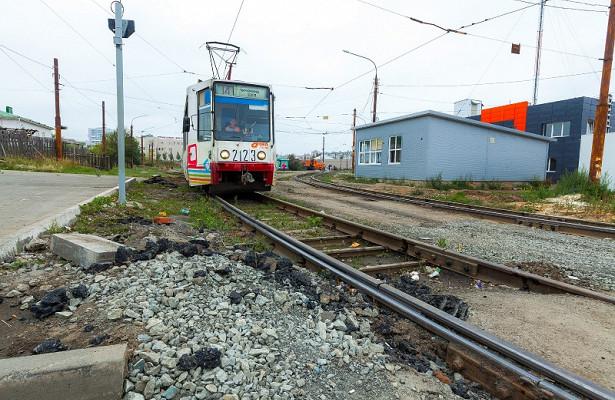 «Застряли рабочие исадоводы»: движение трамваев наЧМЗзакрыли из-засхода вагона