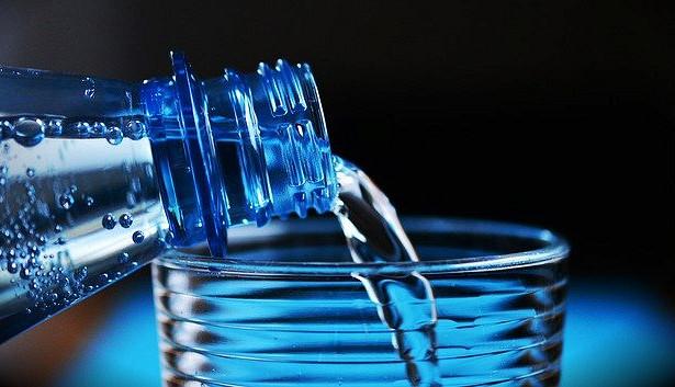 Почти половина питьевой воды нароссийском рынке— подделка