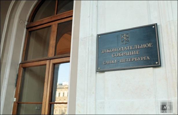 Сторонников Прилепина шокируют либералы вЗаксобрании Петербурга