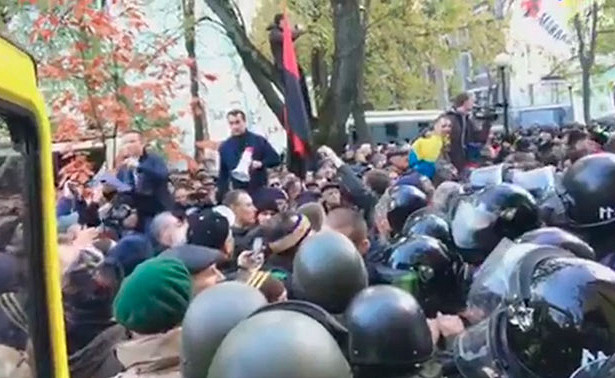 УРады произошла стычка протестующих сполицией