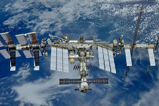 Полет первого полностью российского экипажа наМКСперенесли надругую дату