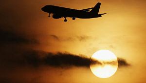 Пилота ослепили лазером припосадке самолета вПетербурге
