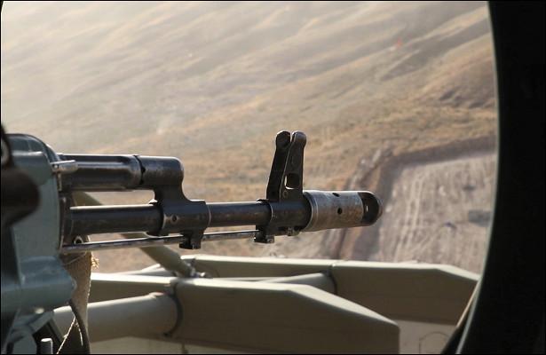 Огонь сборта вертолета: разведчики ликвидировали «боевиков» вгорах Таджикистана