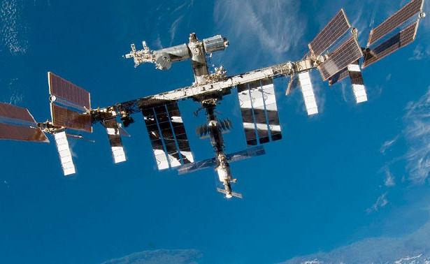 Странный неопознанный объект сняли сборта МКС