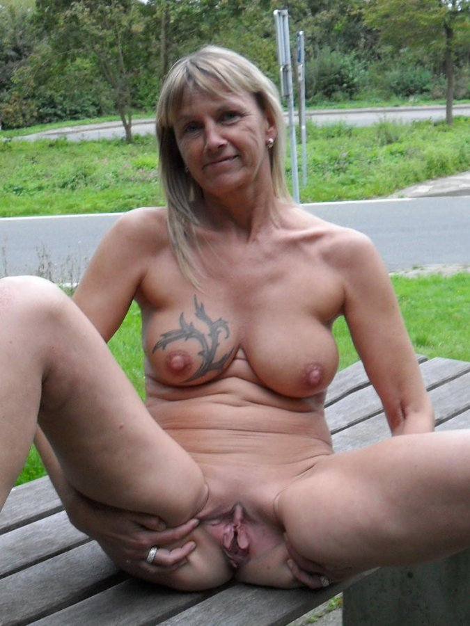 Nude lesbian sex pics