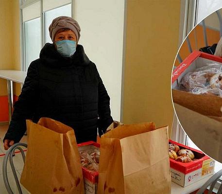 Жители Усть-Донецка угостили домашней выпечкой медиков ковидного госпиталя