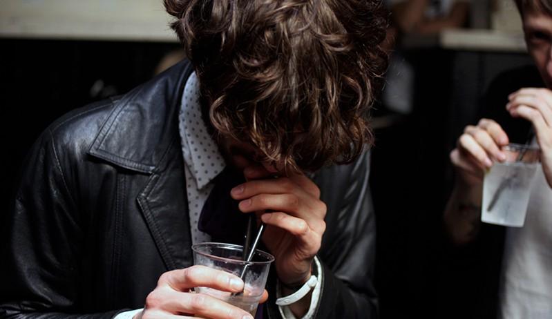 Как жить с мужем алкоголиком если у него запои