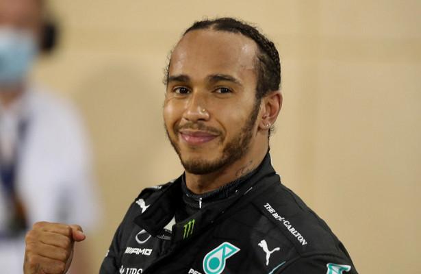 Mercedes объявил оподписании контракта сХэмилтоном