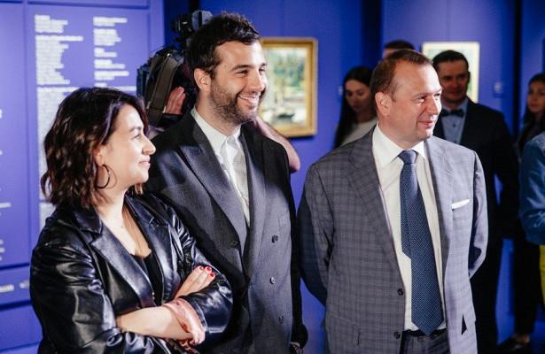 Иван Ургант ссупругой идругие звезды посетили уникальную выставку