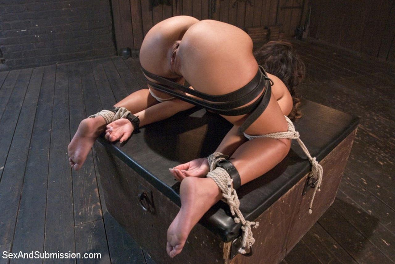 Частное порно фото с элементами бондажа, госпожа доминирует писсинг порно