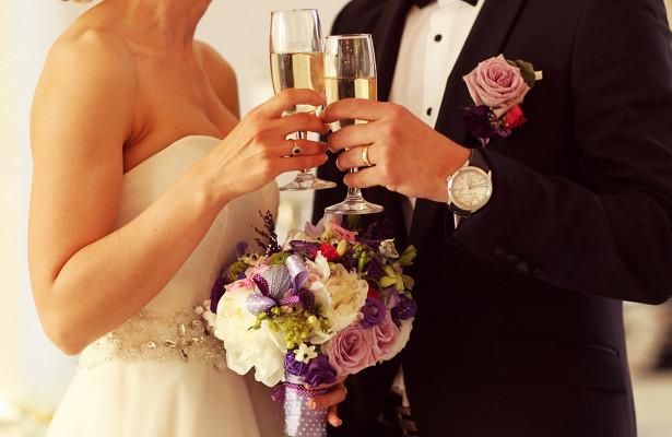Невеста cCOVID-19попала вбольницу вдень свадьбы иумерла