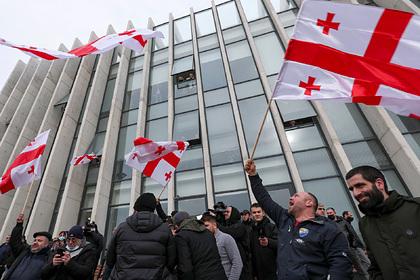 Оппозиция вГрузии потребовала досрочных выборов впарламент