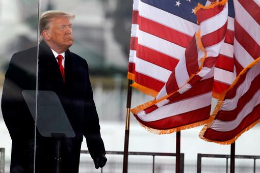 Советник Трампа заявил, чтоэкс-президент счастлив безсоцсетей