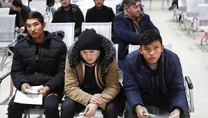 Россия решила выплачивать пенсии трудовым мигрантам