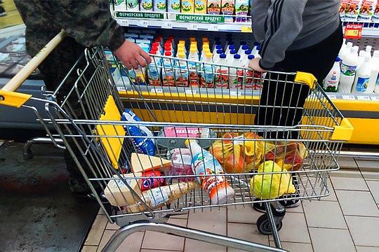 Россиянам хотят начать раздавать продукты