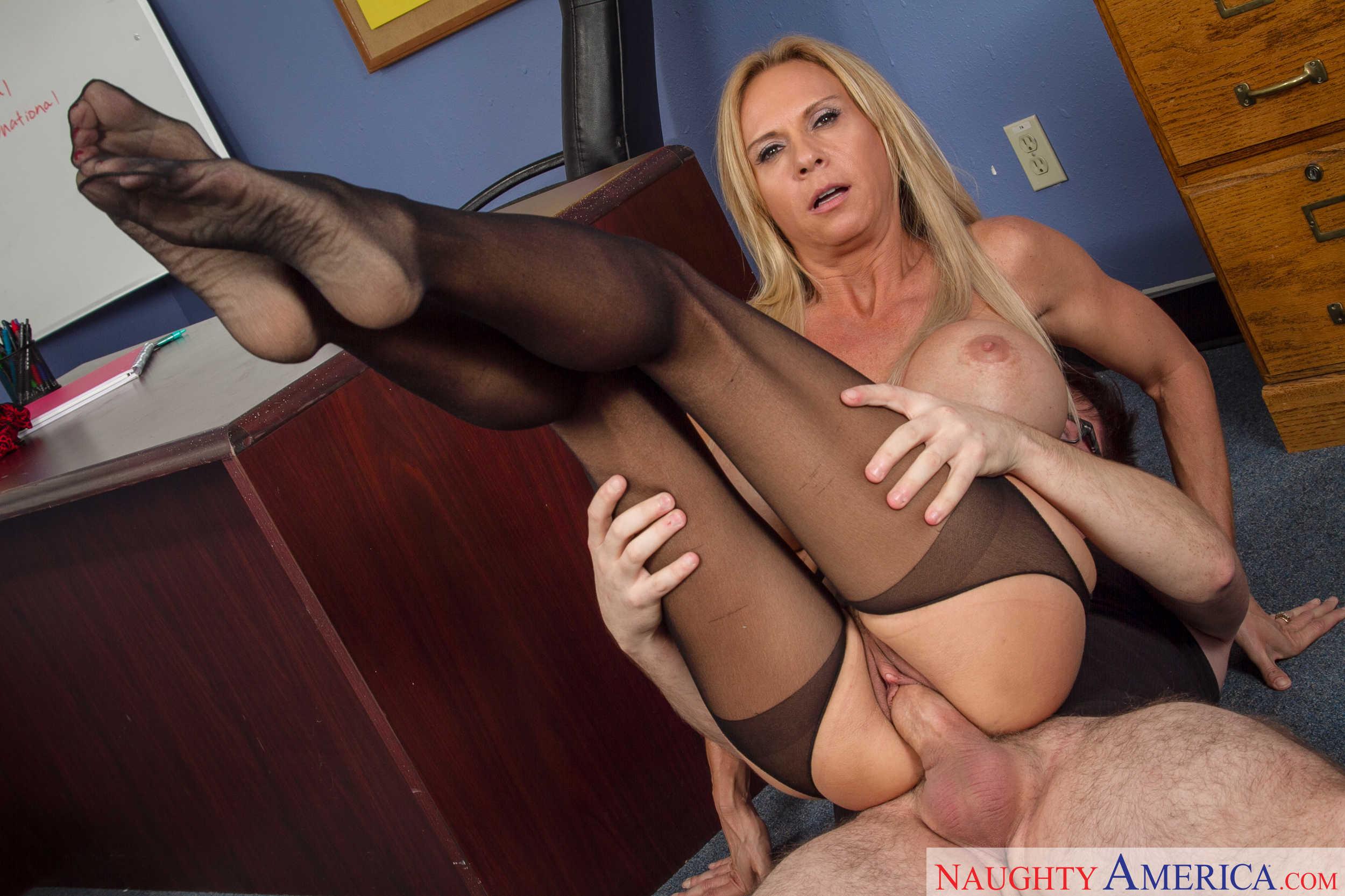 Секс с училкой на выпускном порно фото 450-13