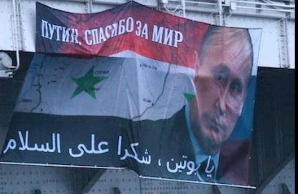 НаКрымском мосту вывесили баннер сизображением Путина