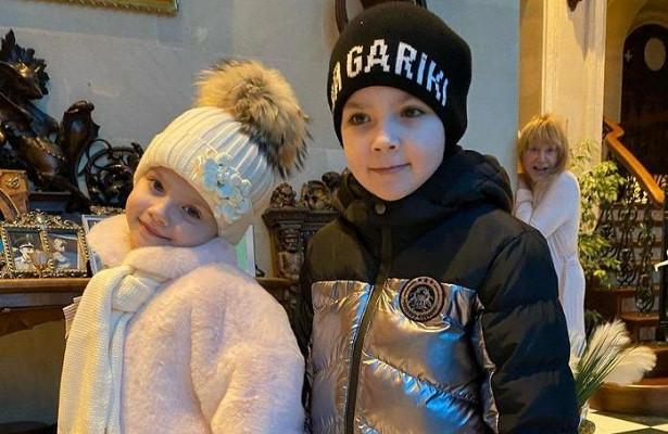 «Каквтоннеле ужасов»: Гарри иЛиза Галкины посетили квест Снежной королевы втеатре