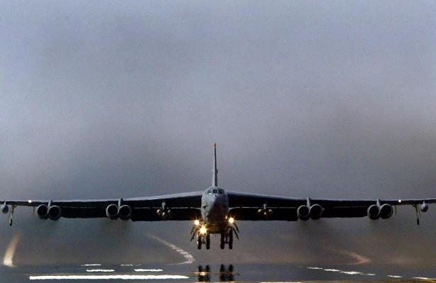 Бомбардировщик СШАэкстренно селвБритании