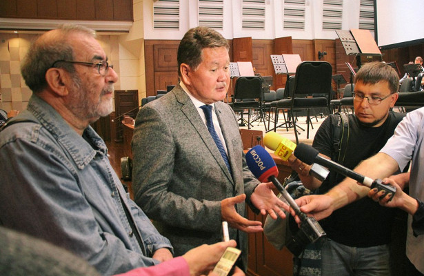 Коллективу новосибирской филармонии представили нового начальника