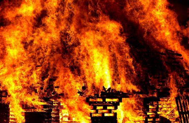 Сгоревший домвУдмуртии, номинанты на«Эмми» изатмение Солнца суперлуной: чтопроизошло минувшей ночью
