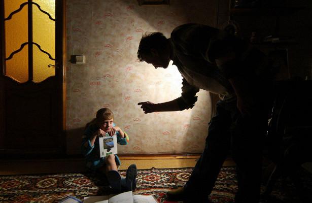 Требовательная мама истрогий папа: из-зачего дети начинают заикаться икакизбавиться отнедуга?