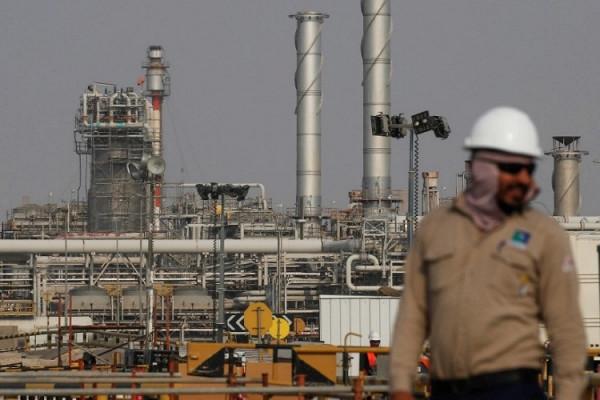 СМИ: Саудовская Аравия частично сокращает поставки нефти нафевраль