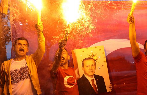Пока выспали: Турция награни госпереворота