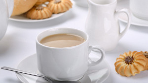 Почему пить чайсмолоком вредно