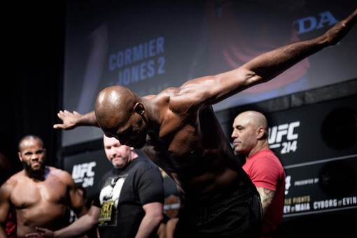 «Сошел с ума из-за Хабиба»: легенды UFC поругались