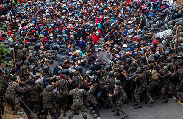 ВГватемале заблокировали колонну мигрантов изГондураса. ОнишливСША