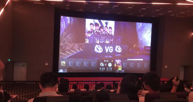 Китайские фанаты Dota 2арендовали кинотеатры дляпросмотра матчей TI10