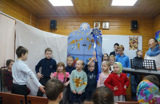 Юные прихожане храма Всех Преподобных Отцев Киево-Печерских показали Рождественский вертеп